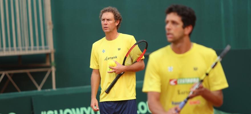 Time Brasil faz primeiro treino de adaptação no palco da Copa Davis