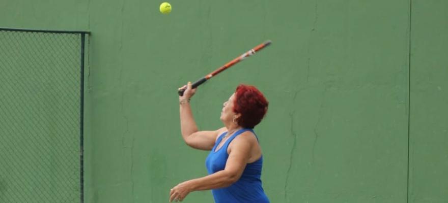 Favoritos avançaram no 1º dia no Torneio Mundial Seniors em Salvador
